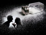 Рассыпанная соль к беде.