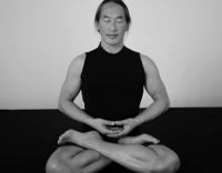 Родни Йии (Rodney Yee) - Преподаватель йоги